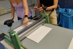 Schüler-im-Druckworkshop-bei-der-Arbeit-12