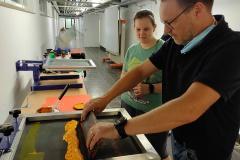 Schüler-im-Druckworkshop-bei-der-Arbeit-6